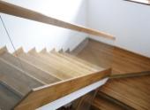 Scari interioare din lemn stratificat